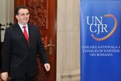 """Pedelistii vrânceni fac """"glume""""cu privire la anunţul ştirii potrivit căreia Marian Oprişan a fost desemnat preşedinte al Uniunii Naţionale a Consiliilor Judeţene din România.    În opinia lor, făcută publică prin intermediul unui comunicat de presă, democrat liberalii din Vrancea, susţin că PSD n-a reuşit în 13 ani de administraţie decât să plaseze judeţul în topul sărăciei, al infracţionalităţii şi subdezvoltării."""