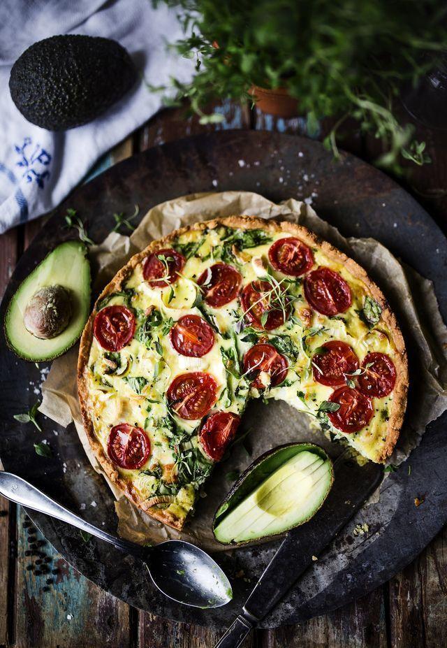 Här kommer ett recept på en glutenfri och vegetarisk paj med halloumi! Min absoluta favoritpaj! Perfekt till lunch eller middag i helgen ♥ Servera gärna en fräsch sallad till samt oliver och avokado.