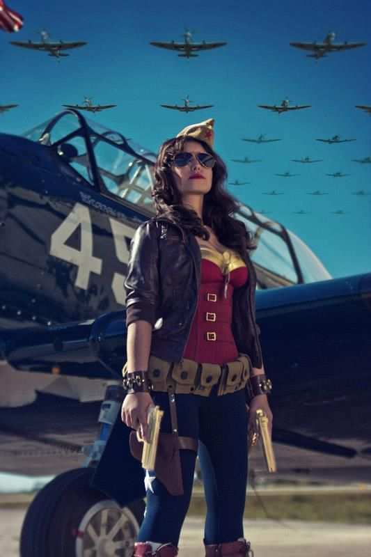 stepchildofthesun: Amazing WWII Wonder Woman... she's like a lady Captain America. Much cooler than the goofy classic swimsuit version.