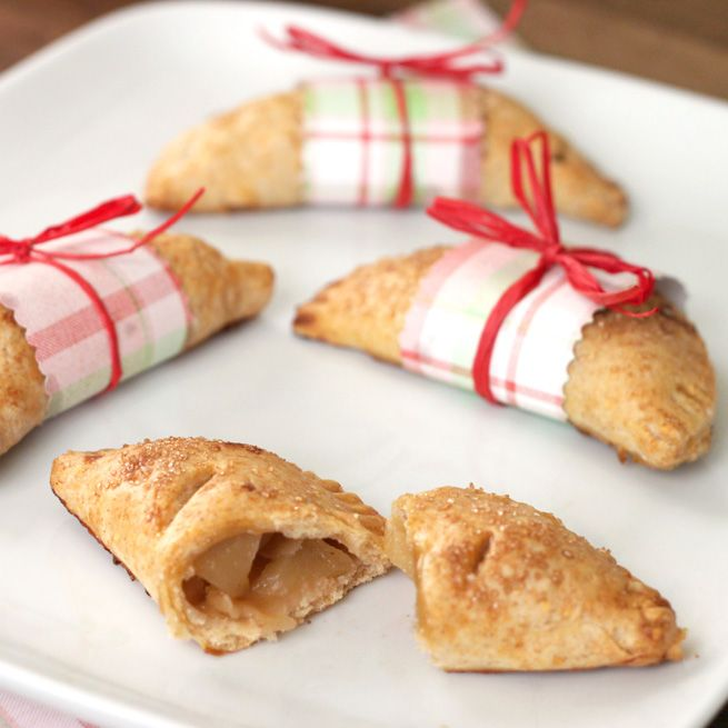 Handheld Apple Pies from the Evermine blog. #recipe #gift #packaging #personalized