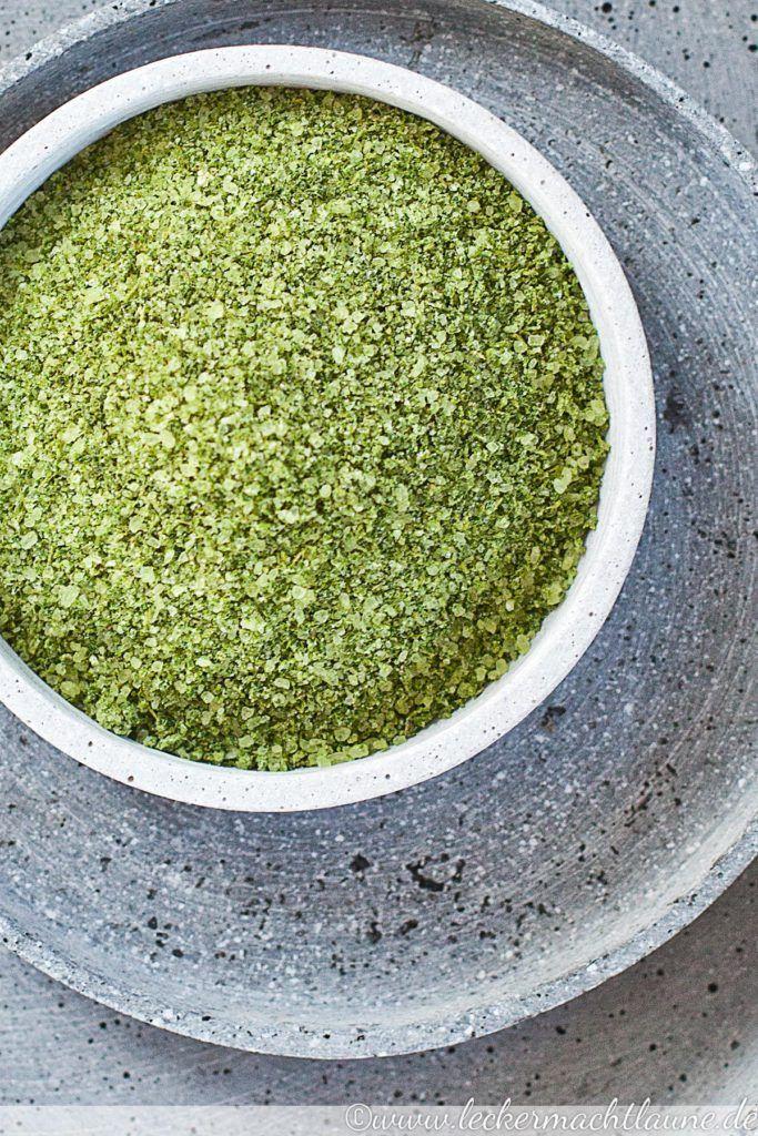 Selbst gemachtes Kräutersalz mit Oregano, Basilikum und Rosmarin: würzig, frisch und aromatisch. Und außerdem ein tolles Geschenk aus der Küche :)