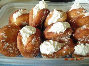 Dunken Doughnuts Vanilla Filled Doughnuts - CDKitchen.com -  A homemade version of Dunkin' Donuts' popular yeast-raised, vanilla cream filled, deep-fried doughnuts.