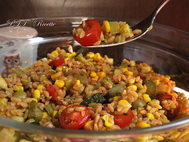 Legumotti all'insalata, con pomodorini, mais, olive, cetrioli e zucchine. #legumotti #insalata #pomodorini #mais #zucchine #cetrioli #olive #ricetta #recipe #italianfood #italianrecipe #PTTRicette