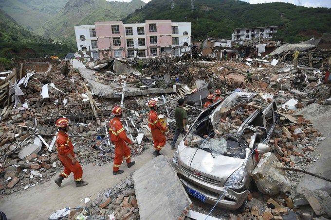 Bencana gempa bumi merupakan bencana alam yang paling berbahaya dan mematikan.