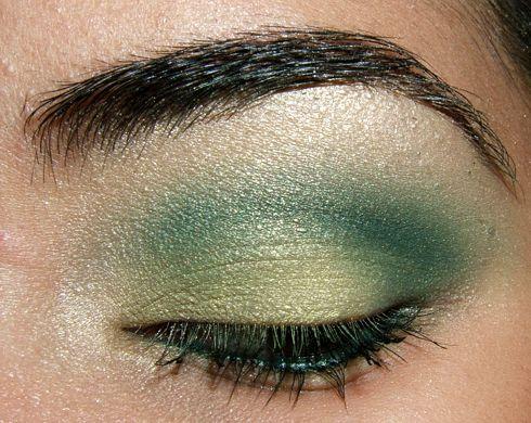 Look - Simple Green & Dark Green Eyes