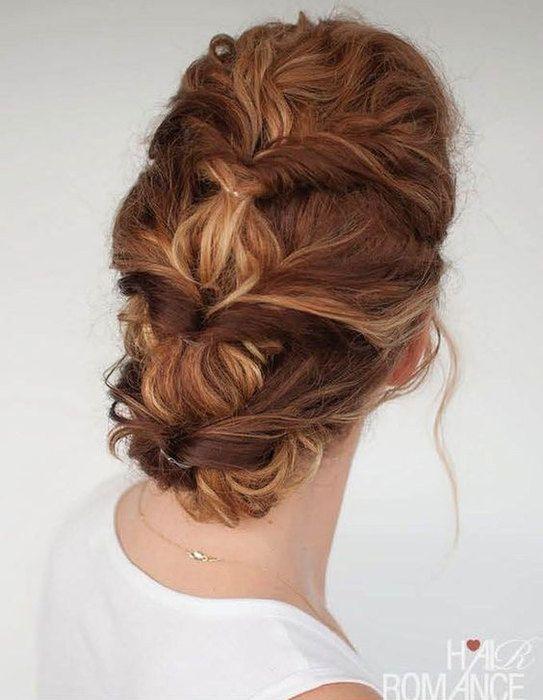 Многие обладательницы кудрей считают, что сделать с их волосами ничего нельзя. И носят одну и ту же стрижку с укладкой практически всю жизнь. Смотри, какие чудесные прически можно сделать на кудрявые волосы! Фото помогут тебе повторить подобные укладки самостоятельно.