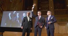 2014 »Heiße Kartoffel« an Thomas de Maizière verliehen - Thomas de Maizière in Leipzig mit »Heißer Kartoffel« geehrt