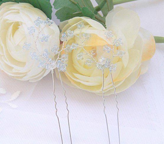 Купить украшения для свадебной прически вы можете обратившись в сообщения салона свадебных украшений или через личные сообщений Лидии Гущиной  http://wedding.lavkai.ru/