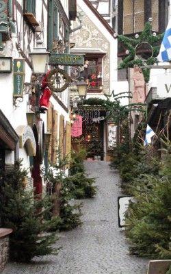 Weihnachtliche Dekoration in Rüdesheim, Rheingau-Taunus-Kreis in Hessen.