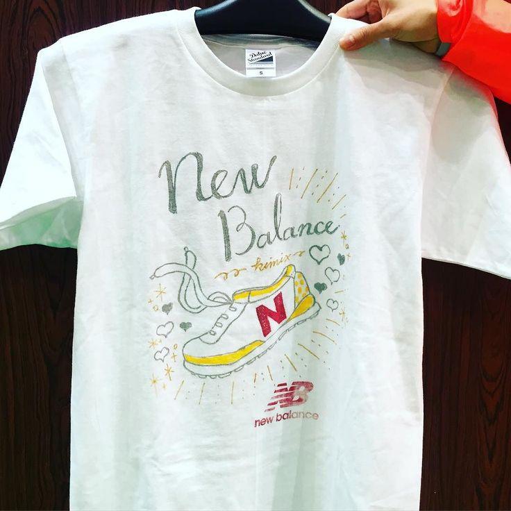 2日目 今日も東京ビッグサイトで開催中のイベント #東京マラソンEXPO の #ニューバランス 会場にてライブペイント中です . . I'm painting on a T-shirt now at the #NewBalance booth in #Tokyomarathon expo. . #newbalance #ニューバランス #東京マラソン #東京マラソン2016 #tokyomarathon #ライブペイント #イラスト #イラストレーション #NB_RUN