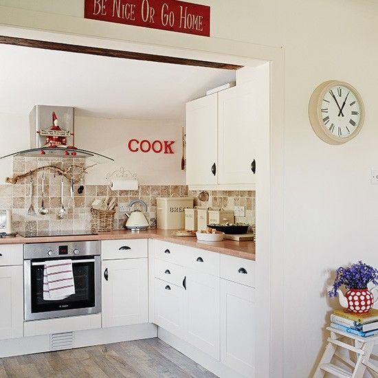 Cream country kitchen with red accents | Decorating