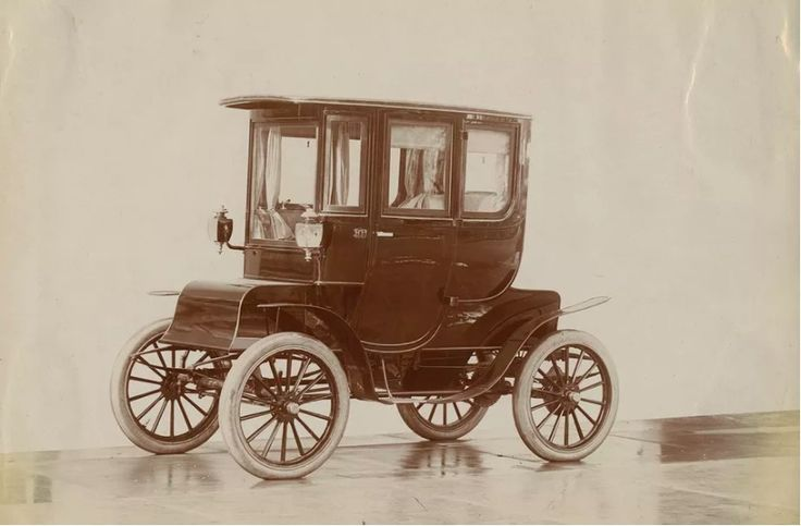 1. Long before Tesla, Electric Cars were all the rage in 1905  For a brief period in the early 20th century in the United States, the electric car was high society's hottest commodity, sought after by socialites and businessmen alike. Electric cars might seem like the vehicles of the future, but t