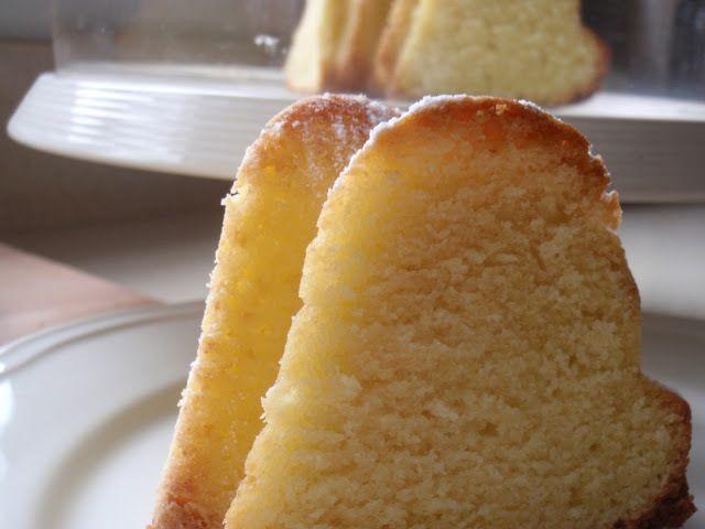 Receta que contiene crema de queso, ralladura de limón, queso philadelphia, mantequilla a temperatura ambiente, azúcar glas