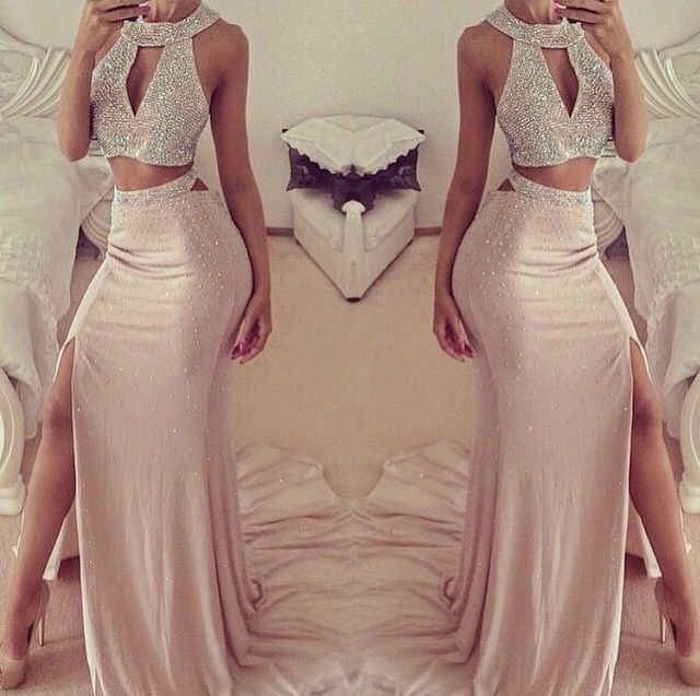 Sexy Halter Sleeveless Prom Dress With Front Split Beadings                                                                                                                                                                                 Más