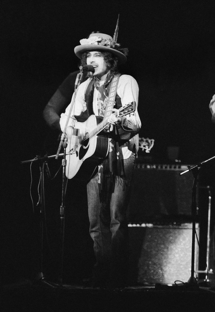 'Hurricane': For Bob Dylan, Rubin Carter fight was personal. Dylan took up the cause of Rubin (Hurricane) Carter, playing the song constantly during his Rolling Thunder tour in 1975. But it was almost a decade before Federal Judge H. Lee Sarokin finally set Carter free — making almost the same argument as Dylan.