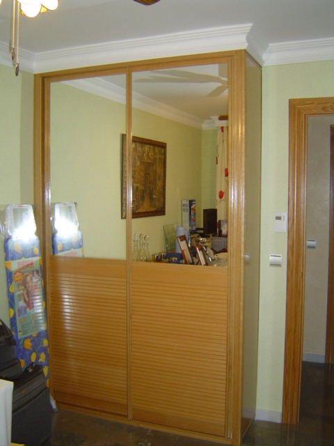 Armario corredera de 2 hojas mitad espejo y madera. Lunetto