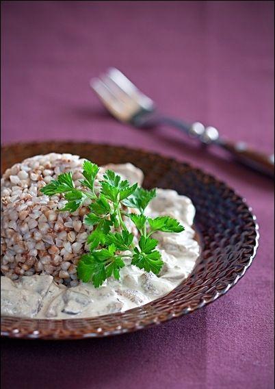 приготовить завтрак   Гречневая каша со сметанно-грибным соусом
