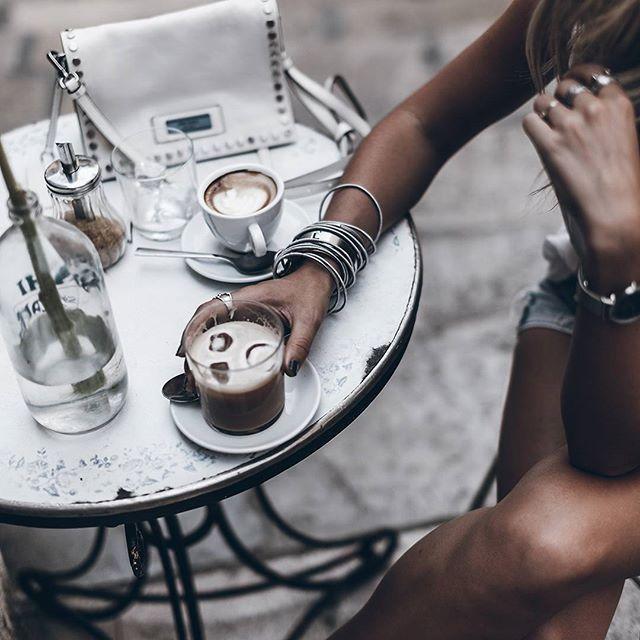 Ice Cafe con leche con hielo yum yum! mikutatravels mallorcahellip
