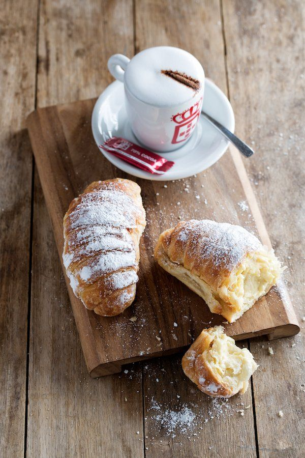 Starting off with Coffee and something sweet - best start! #mornings #vidaecaffee  Who else agrees on this? :)