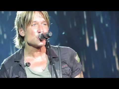""" Keith Urban Blue Ain't Your Color "" Saint Louis 2016 - YouTube"