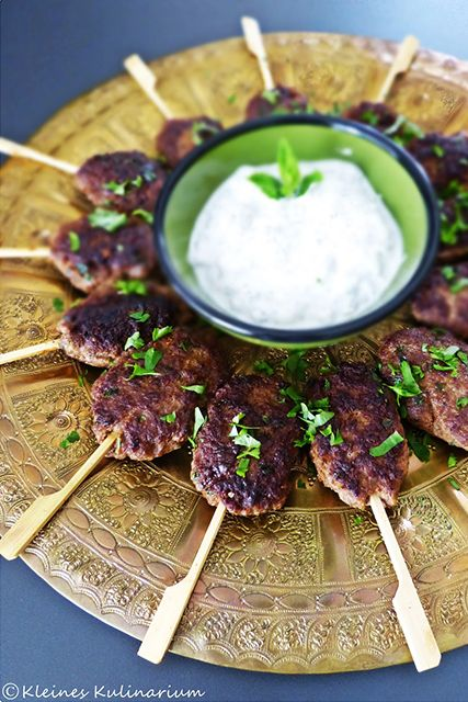 Köfte aus Hackfleisch. Diese orientalische Köstlichkeit eignet sich super als Fingerfood für die nächste Gartenparty. Super lecker