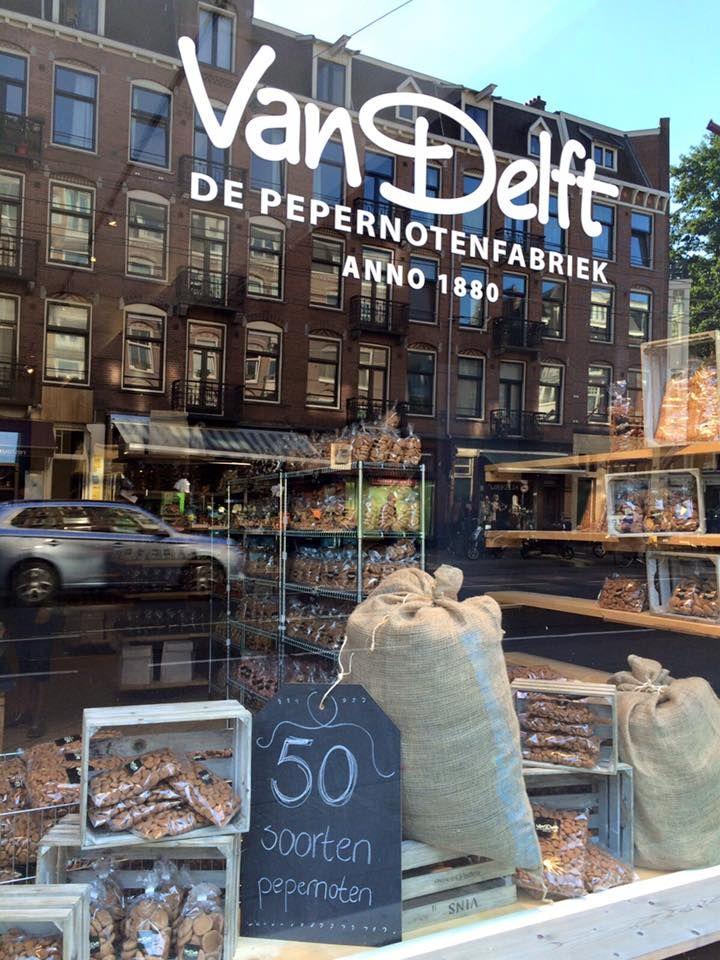 Binnenkort opent Van Delft, grootste pepernotenfabrikant van Nederland, een aantal tijdelijke winkels door Nederland. Hier worden 50 verschillende soorten pepernoten verkocht.