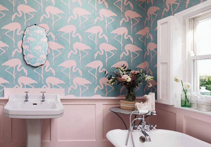 Un papier peint girly pour une salle de bains féminine