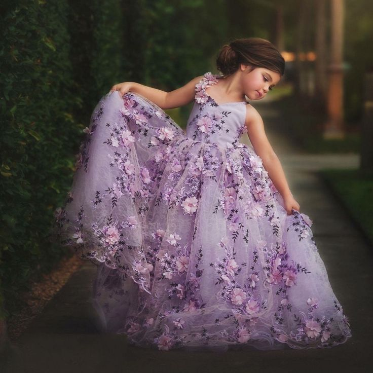 2017 New Pretty Floral Lace Pageant Dresses For Girls Lavender Kids Ball Gowns First Communion Dresses For Girls To Wedding