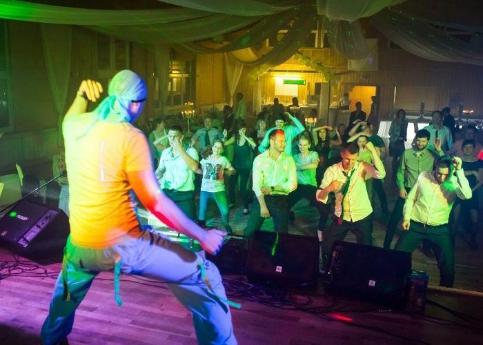 Party-Chic Veranstaltungsservice - deutsch-russische Musik & Unterhaltung Musikbands, Tamada aus Nürnberg Party-Chic Veranstaltungsservice Kirchensängerin, Deutsche Moderation, Kinderanimation und Live Musik & DJ-Service aus Nürnberg in Bayern