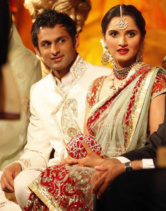 Indian Tennis Star Sania Mirza & Pakistani Cricketer Shoaib Malik at their Wedding Reception