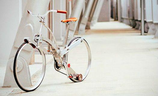 Bicicleta dobrável fica do tamanho de um guarda-chuva