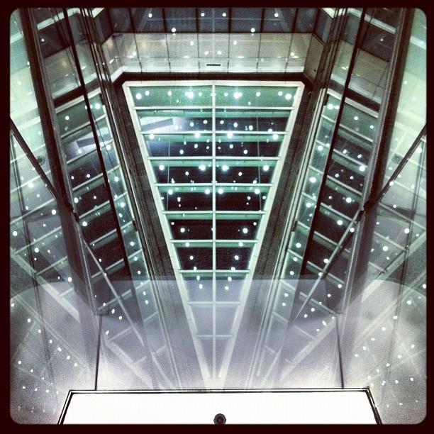 最近の病院のカッコよさに驚く。  高層の吹き抜けに光が。。。 - @niya96- #webstagram