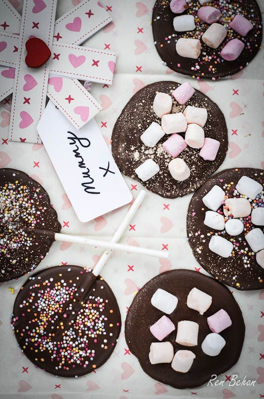 Chocolate Lollipops - homemade edible gifts on sticks with marshmallows - easy for kids to make with dads - Mothers Day baking and desserts inspiration