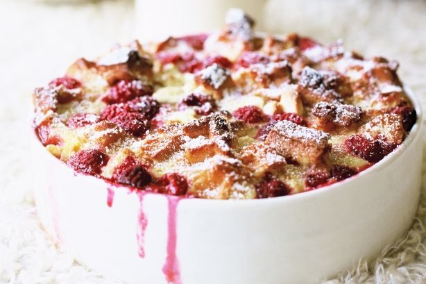 WAFFLE BERRY BREAD PUDDING  1 pkg. (12 oz.) frozen buttermilk waffles  1 pkg. (6 oz.) white chocolate for baking (coarsely chopped)  1 pkg. (12 oz.) frozen unsweetened raspberries  1/3 c. sugar  1 T. flour  1 (16 oz.) sour cream  3 eggs  ½ tsp. vanilla  2 T. powdered sugar  Thawed cool whip or ice cream