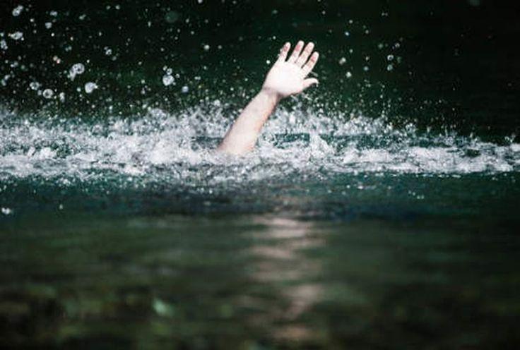 Dua orang bocah Di Medan, Sumatera Utara tewas tenggelam. Mereka tenggelam saat banjir melanda rumah mereka dan sekitarnya.   Maneger Pus...