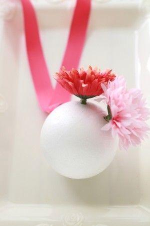 100均素材でDIY♡まんまる可愛い『ボールブーケ』の作り方*にて紹介している画像