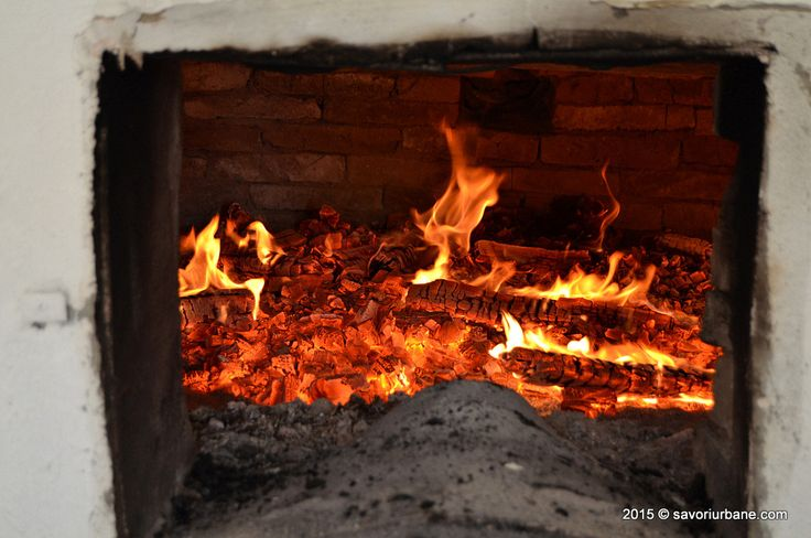 Paine de casa coapta in cuptor cu lemne la Crit Transylvania bread making (15)