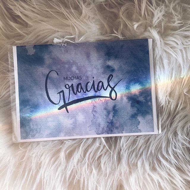 Siempre existen razones para estar agradecido, exprésalo con nuestras tarjetas. P.D.:Tenemos un arco iris 🌈 en casa 😊
