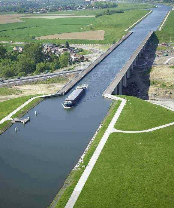 """BELGIQUE Hainaut (B) Aquaduct. """"Pont incliné"""" de Ronquières"""