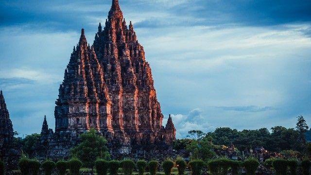 【インドネシア】ジャワ島の世界遺産「プランバナン」が神秘的   TABIZINE~人生に旅心を~