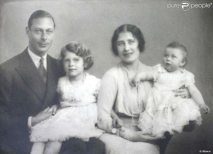 Le roi George VI et la reine mère avec les princesses Elizabeth et Margaret dans les années 1930
