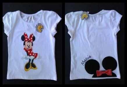 Camiseta pintada a mano y personalizada con el nombre en la parte posterior.  Zumodestrellas