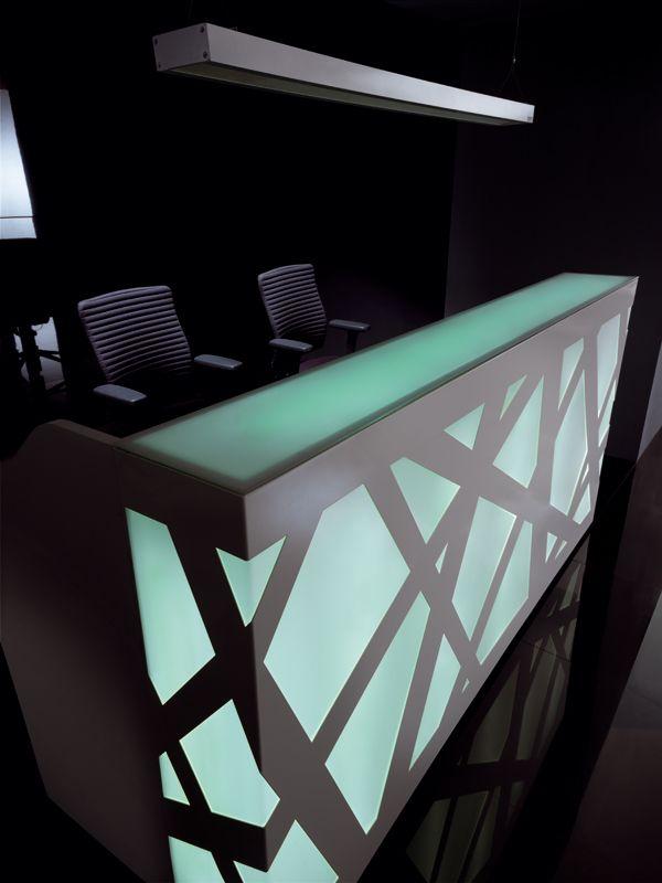 balcão de recepção com luz
