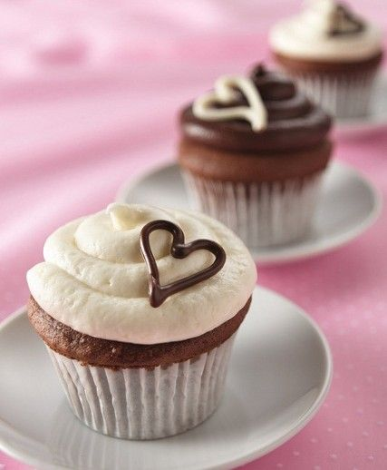 Cup cakes. Simple but gorgeous.