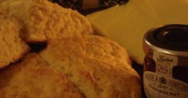 Snabbt, enkelt och  gott. På 15 minuter kan du få gott, nybakat bröd till frukosten. Kan göras på både vetemjöl och grahamsmjöl.
