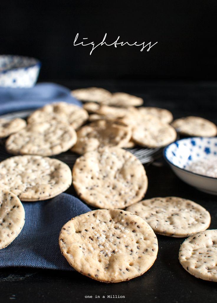 Cracker all'acqua e semi di chia _ Cracker with water and chia seeds