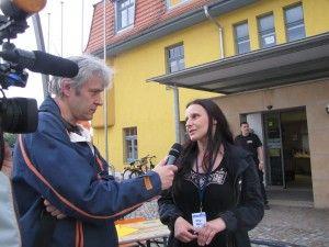 Reporter des infokanal24 beim Interview.