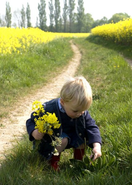 Picking flowers for Mom... ;-)