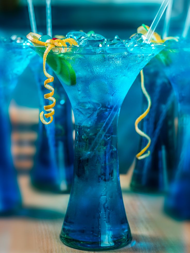 Botezu made with vodka,rum,gin,tequila,whisky,triple sec,blue curacao,lime&MD