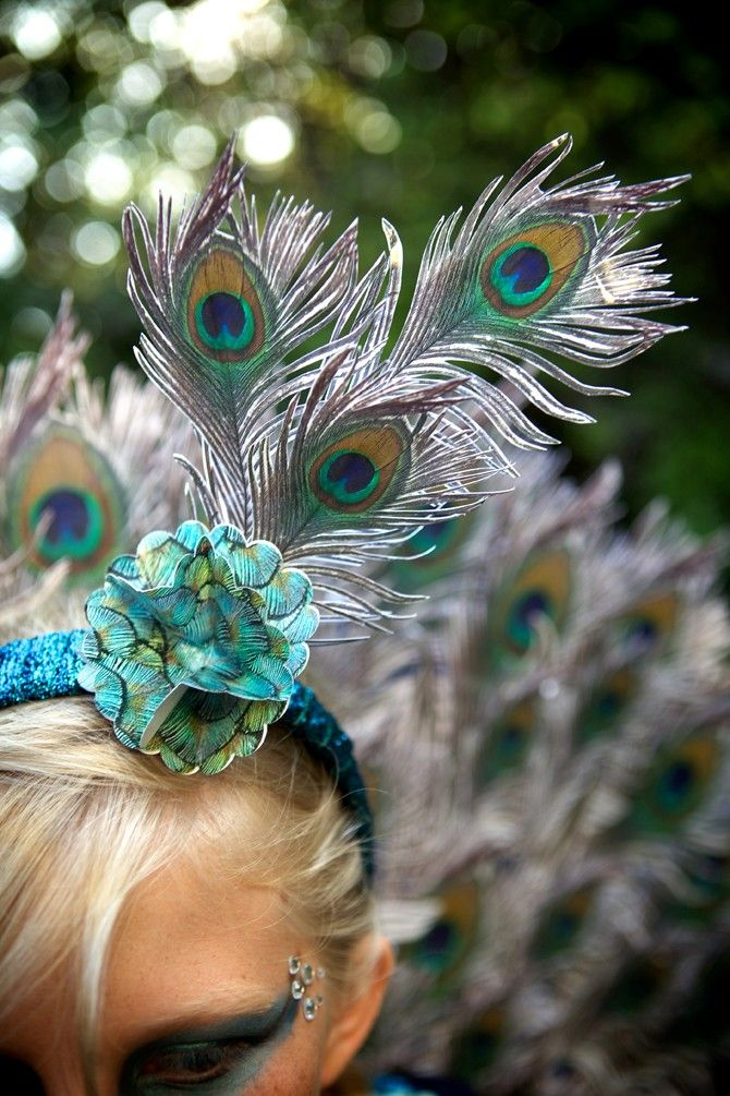 What ides do you have for Halloween costumes? Click-through for a DIY Peacock Costume design.